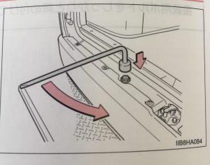 ハイエース救急車スペアタイヤの取り出し方