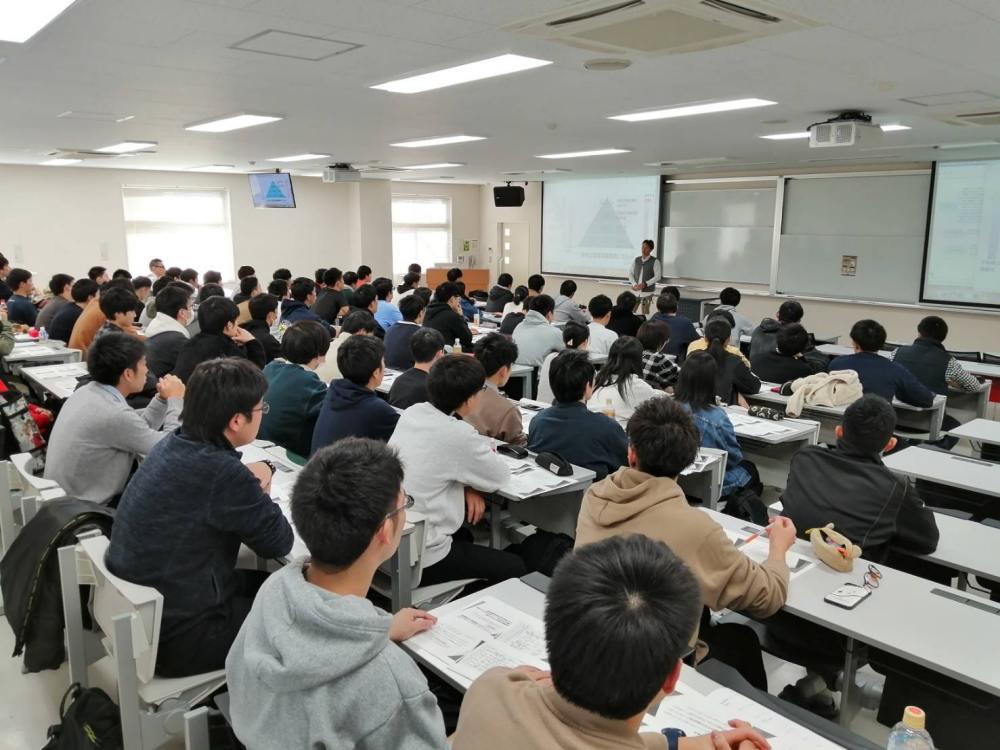 新潟医療福祉大学 救急救命士講義の様子